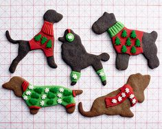 Christmas Sweater Gingerbread Dogs • CakeJournal.com