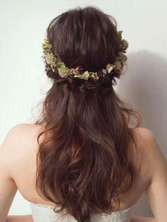 ニュアンスカラーの花冠で洗練された大人のダウンヘアに/Back|ヘアメイクカタログ|ザ・ウエディング Long Hair Styles, Wedding Dresses, Beauty, Walking, Nail, Bride Dresses, Bridal Gowns, Long Hairstyle, Weeding Dresses