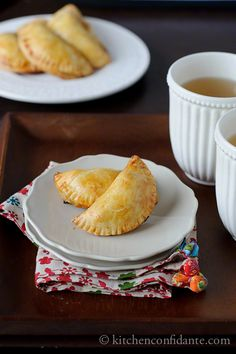 Banana Empanadas: the recipe calls for Jackfruit. Substitutes: breadfruit (smaller than jackfruit) OR papaya OR pineapple OR lychee. Can also use canned jackfruit (found in Asian markets). Ripe Banana Recipe, Baked Banana, Banana Recipes, Pie Recipes, Mexican Food Recipes, Dessert Recipes, Cooking Recipes, Lunch Snacks, Pocket Pie Recipe