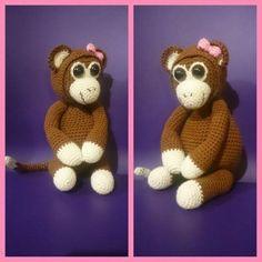 En dejlig hækleopskrift på en rigtig sød abe bamse lavet af Nini Blentved. Du skal bruge - Bomuldsgarn i brun og creme, samt en lille smule lyserød.