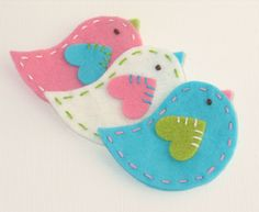 felt birds. Would be so cute as Christmas ornaments too.