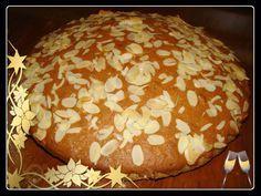 Υλικά:     400γρ αλεύρι που φουσκώνει μόνο του  100γρ αμυγδαλόψιχα τριμμένη  5 αυγά  250γρ βούτυρο(εγώ χρησιμοποιώ lurpak )  1 1... New Year's Cake, Greek Recipes, Bagel, Deserts, Sweet Home, Food And Drink, Sweets, Ethnic Recipes, Breads
