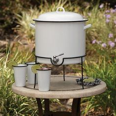 Entertaining a crowd? Serve them with our enamelware beverage dispenser. Our top-selling Vintage line brings a crisp, contemporary feel to a table setting as i Materiel Camping, Vintage Enamelware, Drink Dispenser, Water Dispenser, White Enamel, Kitchen Gadgets, Vintage Kitchen, Kitchenware, Tableware