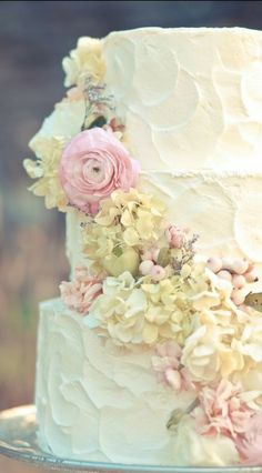 Simple frosted cake with fresh flowers