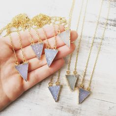 Mini Druzy Quartz driehoek ketting hanger van van LalaBoho op Etsy