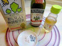 卵を使わず、かわりに豆乳を使う「豆乳マヨネーズ」をご存知ですか。これが手軽につくれておいしいと話題になっています。余分な添加物が入らないので健康に気を使う方や卵アレルギーのある方にも人気なのだとか。そのつくりかたやアレンジ例をみていきましょう。