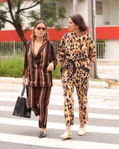 Dia de looks coordenados no #teamglamour! As nossas @kvilasboas editora de moda sênior e @bordinjuliana stylist vieram com produções similares neste segundo dia de spfw. Anota aí: maxi brinco  conjunto estampado  open loafers ! É muita sintonia né? ( @leofaria) #glamournospfw #SPFW #spfwn43  via GLAMOUR BRASIL MAGAZINE OFFICIAL INSTAGRAM - Celebrity  Fashion  Haute Couture  Advertising  Culture  Beauty  Editorial Photography  Magazine Covers  Supermodels  Runway Models