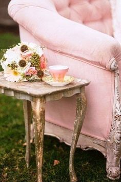 Shabby Chic Pink Paint Styles and Decors to Apply in Your Home – Shabby Chic Home Interiors Shabby Chic Cottage, Shabby Chic Decor, Shabby Chic Couch, Parisian Decor, Shabby Bedroom, Rose Cottage, Vintage Stil, Vintage Pink, Pink Love