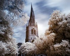 Crooked Spire in Chesterfield, Derbyshire, UK. Beautiful Buildings, Beautiful Places, Great Places, Places Ive Been, Chesterfield Derbyshire, Peak District, Days Out, Great Photos, Great Britain