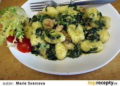 Domácí gnocchi s kuřecím masem a špenátem na smetaně recept - TopRecepty.cz Gnocchi, Thing 1, Sprouts, Zucchini, Vegetarian Recipes, Food And Drink, Treats, Chicken, Vegetables