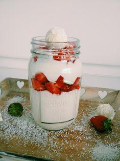 Rezept - Kokos - Erdbeer Dessert - Eine süße Sünde! So langsam geht die Erdbeersaison los und wie wäre es da nicht mit einem Erdbeerdessert!