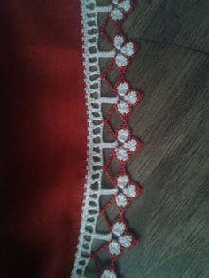 Crochet Flower Tutorial, Crochet Flowers, Crochet Lace, Filet Crochet, Baby Knitting Patterns, Dish Towels, Crochet Appliques, Craft, Crochet Edgings