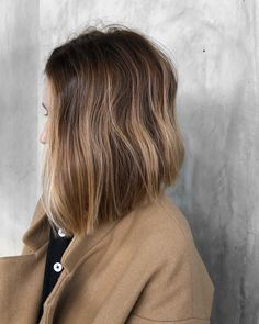 This Low-Maintenance Bob Is the Spring Hair Trend Everyone's Hopping On If you're too bob-shy to go super short, you can easily customize the cut with an A-line long bob that still masters the blunt factor. Long Bob Haircuts, Medium Bob Hairstyles, Spring Hairstyles, Pretty Hairstyles, Lob Hairstyles, Layered Haircuts, Wedding Hairstyles, Haircut Bob, Pixie Haircuts