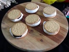 Microwave Biscuit Sandwiched S'mores Recipe by Zeenath Amaanullah - Cookpad India Microwave Recipes, Biscuit Sandwich, After School Snacks, Muhammad, Great Recipes, Sandwiches, India, Chocolate