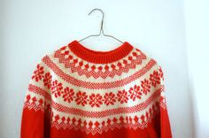 Vintage Norwegian Knit Snowflake Sweater by OccultationVintage Vogue Knitting, Hand Knitting, Textile Patterns, Knitting Patterns, Norwegian Knitting, Fair Isle Pattern, Knitwear Fashion, Fair Isle Knitting, Knitting Designs