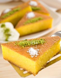 Greek Sweets, Greek Desserts, Healthy Greek Recipes, Sweet Recipes, Greek Cake, Cypriot Food, Low Calorie Cake, Greek Pastries, Custard Cake