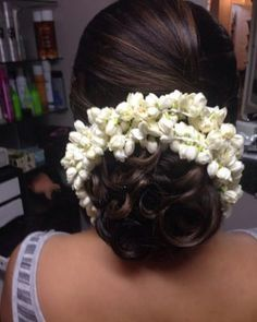 Indian Hairstyles - Ringlet Bun With Gajra