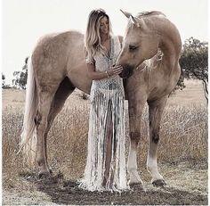 Image via We Heart It #animal #beauty #bohemian #boho #creative #day #diy #dress #fashion #friends #gorgeous #hair #horse #idea #inspiration #makeup #night #outfit #pet #pony #pretty #skirt #style #tan #top #ootd