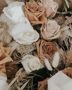 Vintage Flower Backgrounds, Flower Background Wallpaper, Flower Phone Wallpaper, Vintage Flowers, Wallpaper Backgrounds, Laptop Wallpaper, Background Vintage, Floral Flowers, Beige Wallpaper