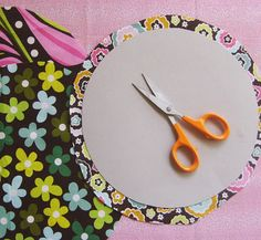 Super Circles - how to make perfect circles for applique using tinfoil and an iron. Remember this for dresden plate centres.