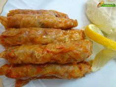 Etli Lahana Sarması (güneydoğu usulü) tarifi – Sarma ve dolma tarifi – Las recetas más prácticas y fáciles Cute Food, Good Food, Yummy Food, Turkish Recipes, Italian Recipes, Meat Recipes, Cooking Recipes, Kebab, Wrap
