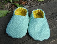 Bare Maked: Reversible Fabric Baby Shoes Tutorial  These are like the kind you can get at target in style. If you made them with leather or pleather they'd be just like mini-stars only reversible.