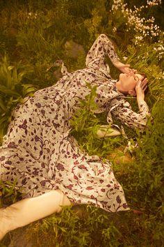 Ulla Johnson Resort 2022 collection, runway looks, beauty, models, and reviews. Fashion News, Fashion Beauty, Fashion Show, Fashion Women, Emma Summerton, Taylor Tomasi, Capsule Outfits, Vogue Russia, Ulla Johnson