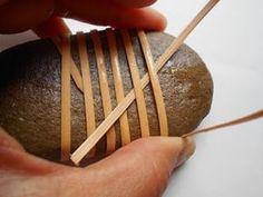 Donna Sakamoto Crispin: Et håndtag wrap på en klippe Zen Rock, Rock Art, Stone Crafts, Rock Crafts, Flax Weaving, Bamboo Weaving, Weaving Textiles, Basket Weaving Patterns, Mandala Painted Rocks