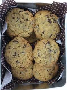 You only need 4 ingredients for this heavenly and healthy banana chocolate chip cookies: 3 ripened bananas, 2/3 cup coconut, 2/3 cup rolled oats, and 1/4 cup unsweetened chocolate chips http://america.yourtea.com/blogs/recipe/15104365-banana-chocolate-chip-cookies?_ga=1.94421468.1509873513.1439317348