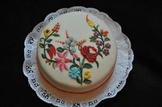 torta - Hungarian embroidery style decoration - there is even 2 paprikas hidden in there!!!!!