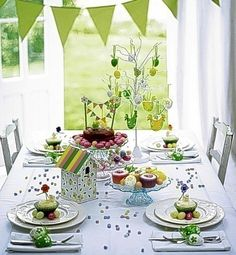 Cute outdoor table for spring or Easter. 28 Easy DIY Tablescapes for Easter Easter Table Decorations, Decoration Table, Diy Osterschmuck, Easy Diy, Simple Diy, Mesas Para Baby Shower, Deco Originale, Festa Party, Easter Celebration