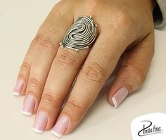 Anel pra quem ama moda! Puro estilo ❥ http://www.pratafina.com.br/prod/anel-envelhecido-fios-entrelacados-23292/
