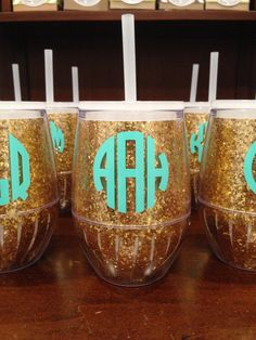 personalized acrylic stemless wine glass with lid & straw-gold glitter.