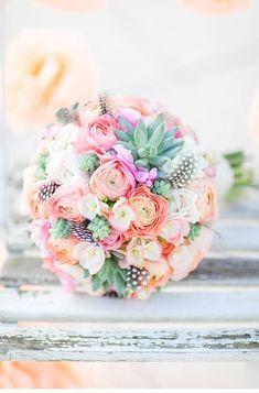 beautiful wedding inspiration in light colors, photo: Anja Schneemann, floristik: Milles Fleurs | www.hochzeitsguide.com