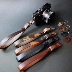 Camera Strap - Ideas That Produce Nice Photos Regardless Of Your Talent! Leather Art, Leather Gifts, Leather Design, Leather Tooling, Leather Jewelry, Camera Hand Strap, Leather Camera Strap, Camera Straps, Leather Keychain