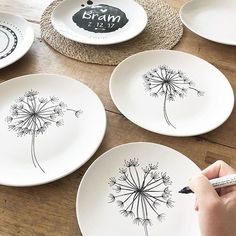 56 creative DIY tableware ideas - Page 32 of 56 Pottery Painting, Ceramic Painting, Ceramic Art, Ceramic Plates, Ceramic Pottery, Decorative Plates, Sharpie Plates, Sharpies, Cerámica Ideas