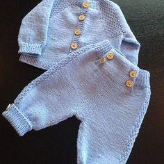 Minstenjakke Og Bukse Ferdig Til Bestemo Minstenjakke - Diy Crafts Baby Boy Knitting, Baby Knitting Patterns, Baby Patterns, Baby Outfits, Kids Outfits, Matching Sweaters, Baby Sweaters, Diy Crafts Knitting, Baby Overall
