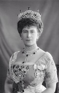 Queen Mary with Delhi Durbar tiara and necklace, stomacher, five-row diamond  pearl collar and an extra diamond necklace above it.