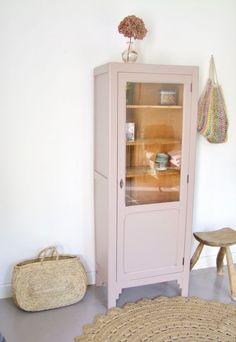 Calemine pink dresser Pink Dresser, Car Boot Sale, Thrifty Decor, Thrifting, Bookcase, Shelves, Interior, Inspiration, Design