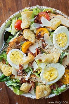 Salad Recipes Ultimate Caesar Salad with grilled chicken, croutons, tomatoes, bacon, hard-boil… Healthy Salads, Healthy Eating, Healthy Recipes, Simple Salad Recipes, Simple Salads, Best Salad Recipes, Whole30 Recipes, Healthy Options, Healthy Foods