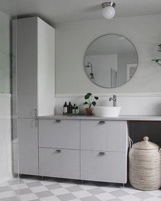 (Samarbete med Wallgårds) Lite kär i vårt nya badrum, så mysigt och vara här när allt luktar nytt och jag älskar färgerna🍀👏🏻☝🏻 Glöm inte… Interior Design Living Room, Laundry Room Cabinets, Bedroom Design, Bathroom Inspiration, Bathroom Decor, Corner Vanity Unit, Round Mirror Bathroom, Room Decor, Bathroom