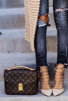 Louis Vuitton • Street CHIC • ❤️ Curated by Babz™ ✿ιиѕριяαтισи❀ #abbigliamfento