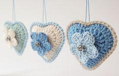 stuffed crochet heart charms : by Dada's Place - link to pattern Love Crochet, Crochet Gifts, Beautiful Crochet, Crochet Flowers, Knit Crochet, Crochet Hearts, Crochet Motifs, Crochet Squares, Crochet Patterns