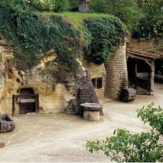 Remarkable troglodyte caves in Anjou Loire Valley, France Underground Living, Underground World, Places To See, Places Ive Been, Earth Sheltered Homes, Saumur, Sites Touristiques, Tourist Sites, House On The Rock