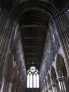 La Catedral de San Mungo de Glasgow fue reformada y ampliada hasta que en 1136 fue terminada la primitiva catedral con sillares de piedra y consagrada por el rey Davíd I de Escocia (Príncipe de Cumbria). Las obras de la catedral actual comenzaron en 1197 en estilo gótico inglés primitivo; el coro se concluyó entre 1233 y 1258; la sacristía, la torre central del crucero es del siglo XIII y su aguja de piedra datan de la primera mitad del siglo XV; la nave se concluyó en 1480.