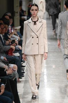 Giorgio Armani Resort 2020 Fashion Show Fashion Week, Fashion 2020, Curvy Fashion, Fashion Brands, Fashion Show, Womens Fashion, Fashion Fall, Fashion Designers, Giorgio Armani