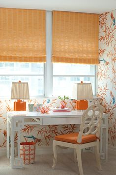 Palm Beach Decor - FAB wall paper with Tropical Birds. and Peach blinds, lamps. home office Palm Beach Decor, Beach Chic Decor, Beach House Decor, Florida Style, Florida Home, Do It Yourself Design, Palm Beach Regency, Beach Cottage Style, Cottage Chic