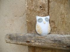 Felt owl brooch White beige brooch with beads by bboutiquebeauties, $13.00