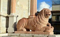 Un pomeriggio a giro per Ancona Un pomeriggio a giro per il capoluogo di regione delle Marche, Ancona. Ecco alcune foto del Duomo di San Ciriaco, che dall'alto domina la città e il suo porto, regalando allo spettatore una vista mer #ancona #marche #italia #viaggi #trip