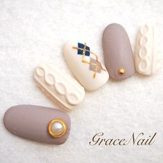When it comes to winter, people think of all the furry, textured things, such as thick sweaters and Winter Nail Art, Winter Nail Designs, Nail Art Designs, Nails Design, Cute Nails, Pretty Nails, Nail Art Courses, Nail Art Noel, Argyle Nails
